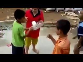 Веселая детская игра